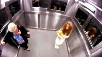 Asansörde Korku Filmi Gibi Kamera Şakası